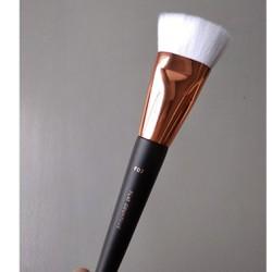 Cọ trang điểm tạo khối đầu bằng Vacosi Flat Contour Brush - F07