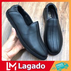 Giày lười nam P3 được làm bằng chất liệu da PU cao cấp với thiết kế 2 sọc nổi bật và ấn tượng.