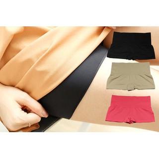 Quần mặc trong váy Genie sản xuất tại Đan mạch